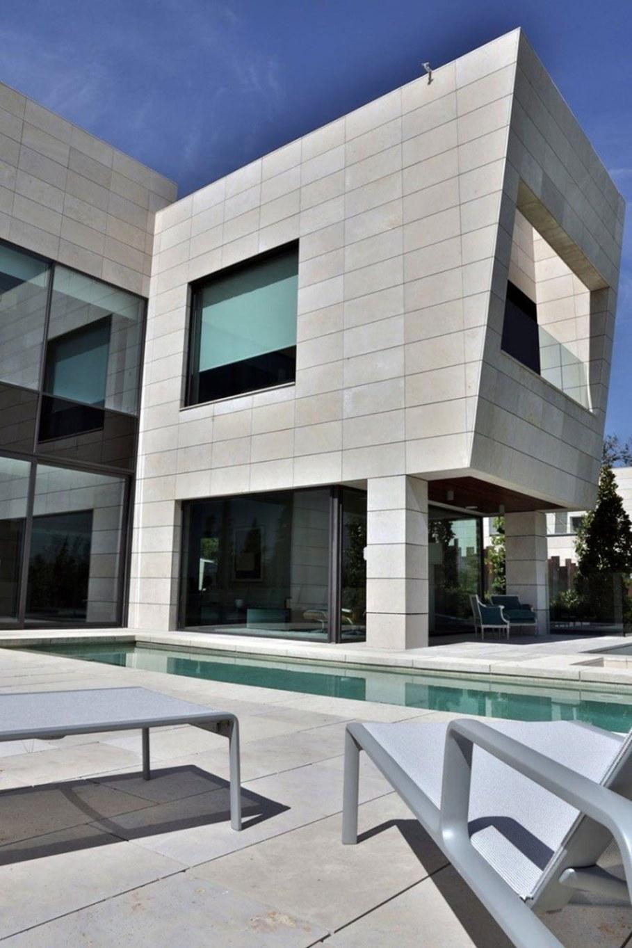 A modern villa in Spain - facade 4