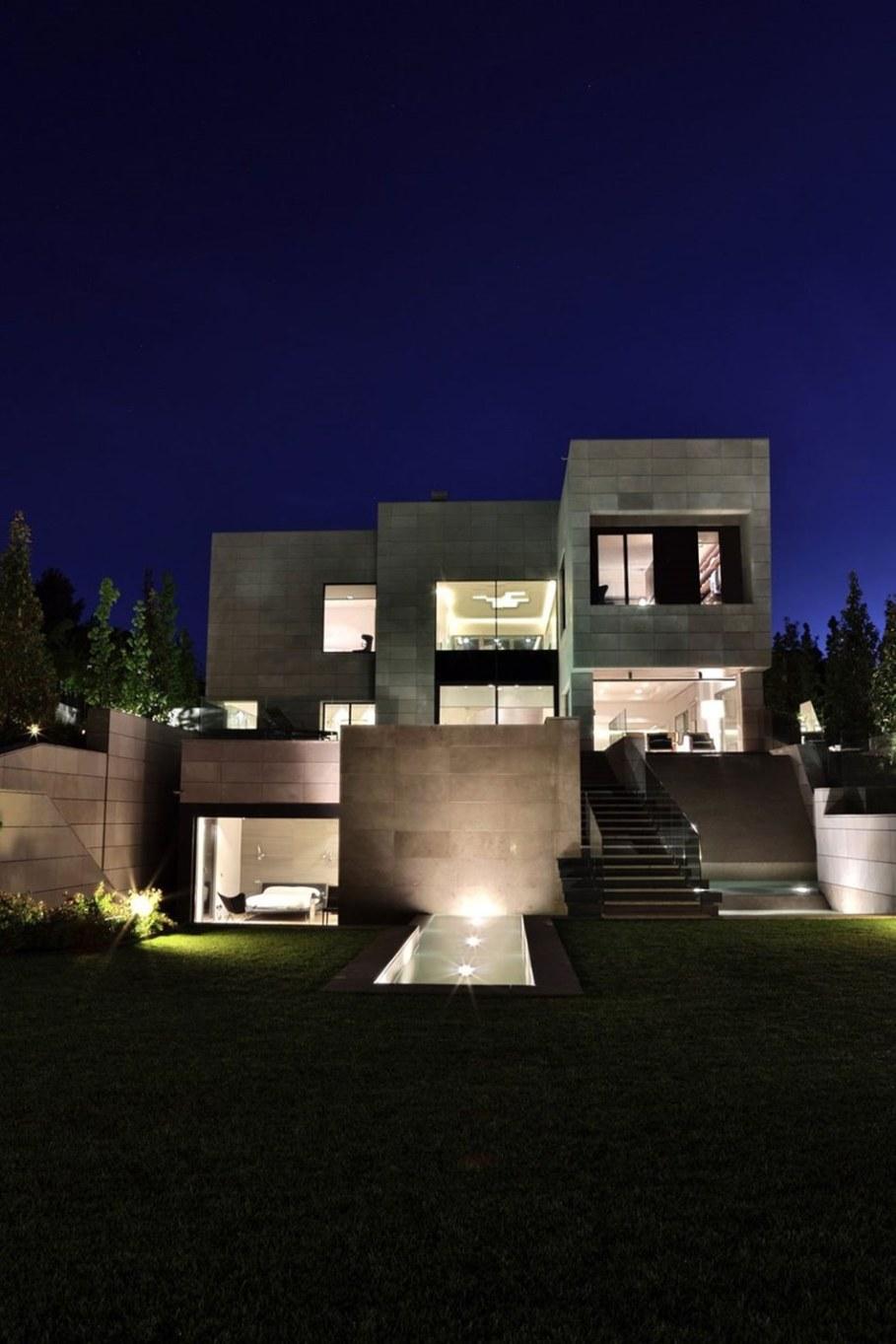 A modern villa in Spain - facade 6