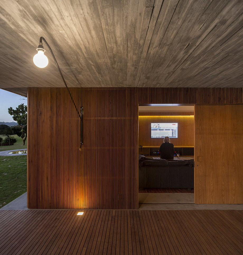 Casa MM house by architects from Studio MK27 in Brazil 15