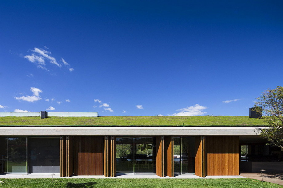 Casa MM house by architects from Studio MK27 in Brazil 36