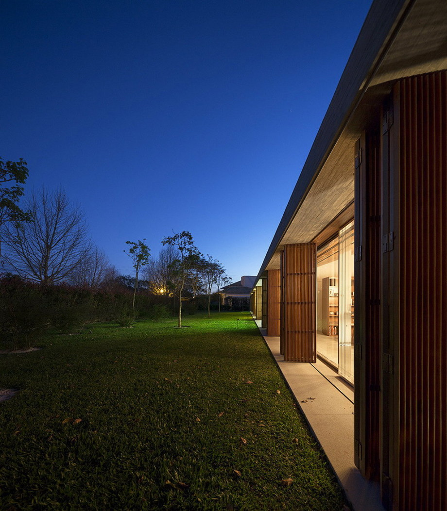 Casa MM house by architects from Studio MK27 in Brazil 4
