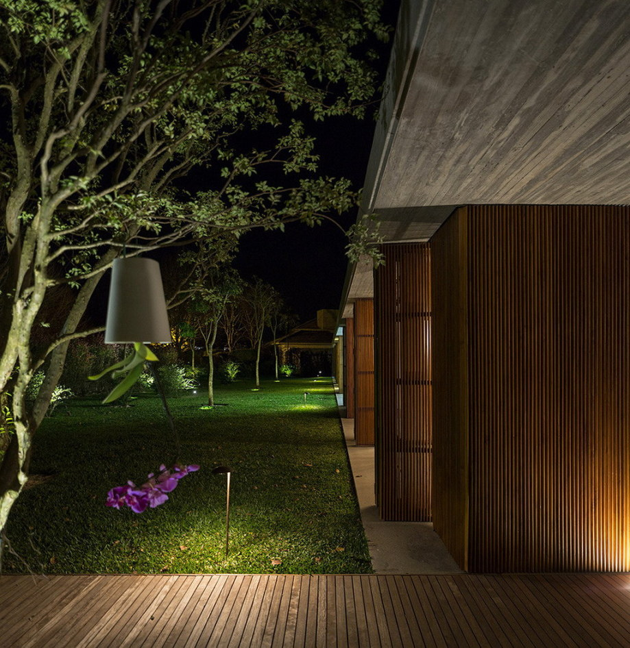 Casa MM house by architects from Studio MK27 in Brazil 5