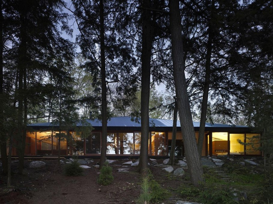 Country House For Rest On The Shore Of A Mountain Lake 1