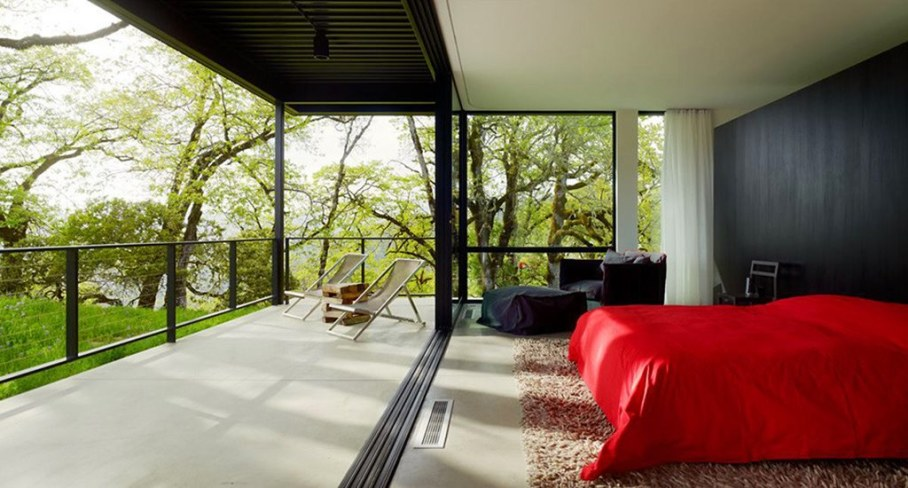 Country Rest House In Northern California - Bedroom and outdoor terrace