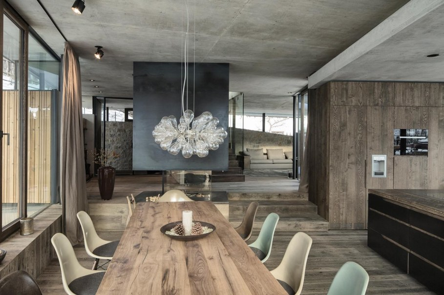 Country-house Austrian chalet with amazing interior made of concrete, wood and glass - Dining room