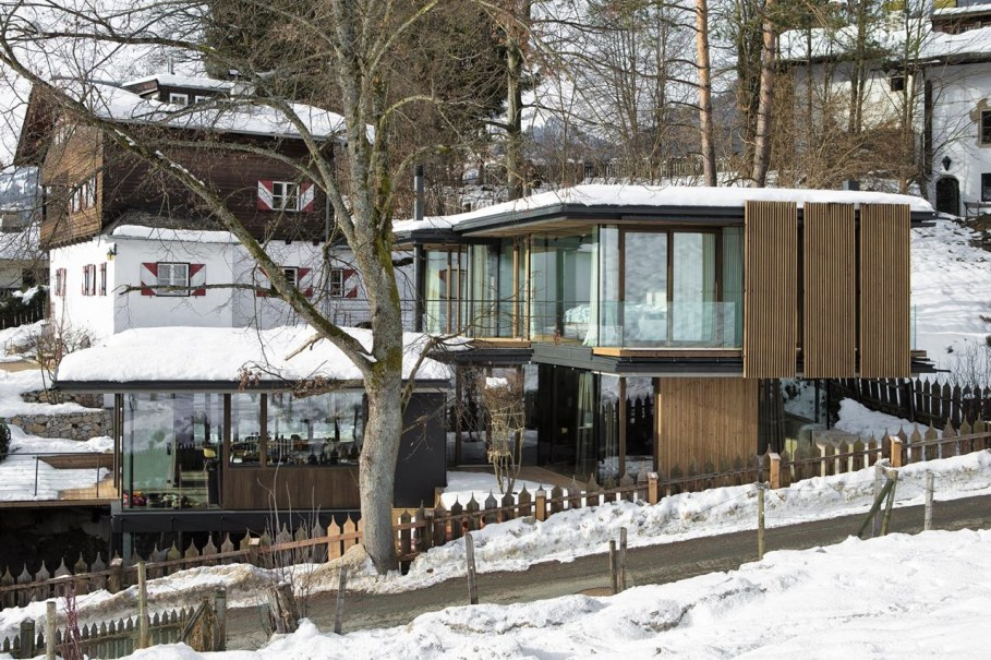 Country-house Austrian chalet with amazing interior made of concrete, wood and glass - Exterior