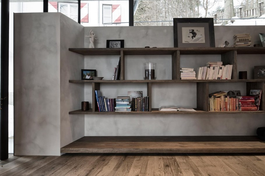 Country-house Austrian chalet with amazing interior made of concrete, wood and glass - Home library