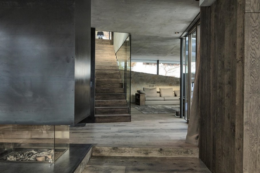 Country-house Austrian chalet with amazing interior made of concrete, wood and glass - Staircase