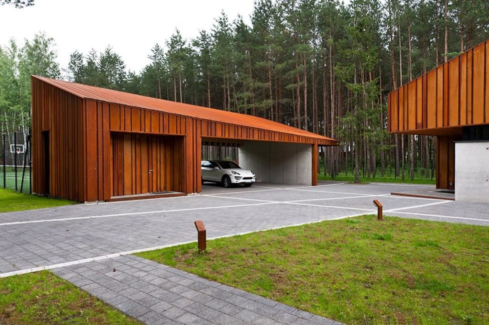 Country house of a family man - garage 1