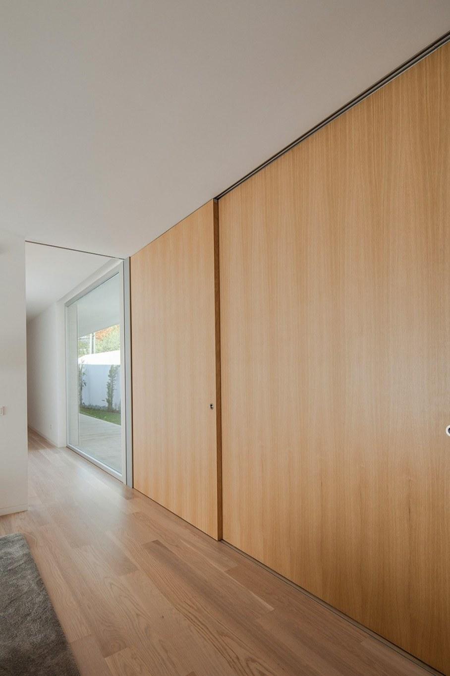 Уютный дом для семьи с детьми в Португалии-идеи дизайна интерьера