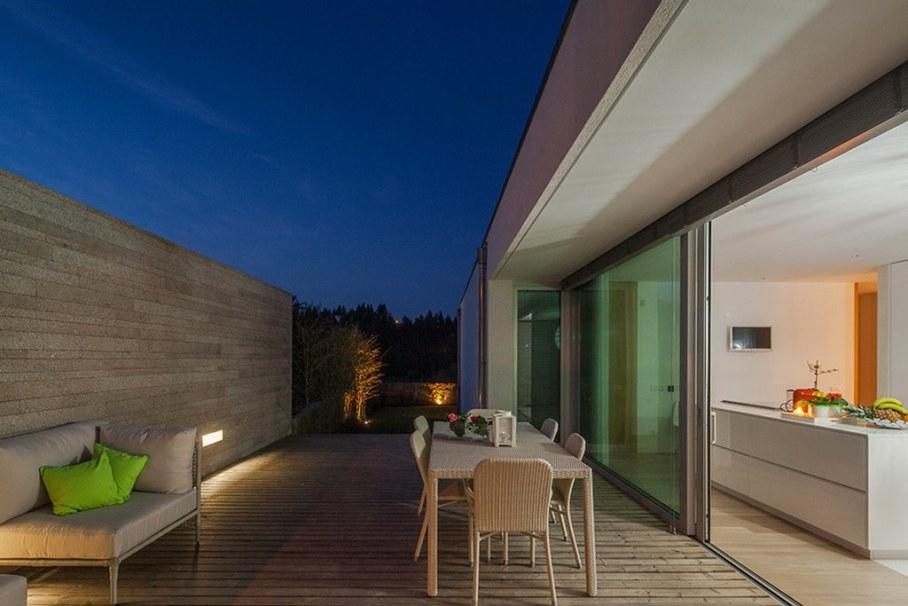 Уютный дом для семьи с детьми в Португалии-открытая терраса 11
