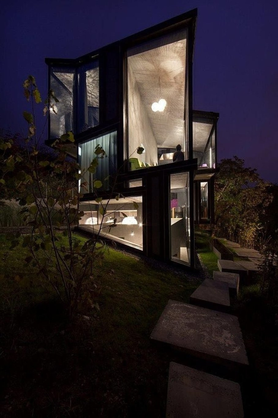 Design country house of glass and concrete 3