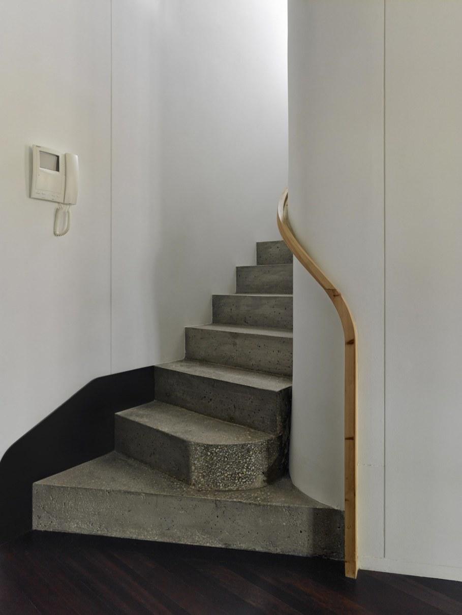 Duplex apartment by Ameneiros Rey HH Arquitectos in Spain 6