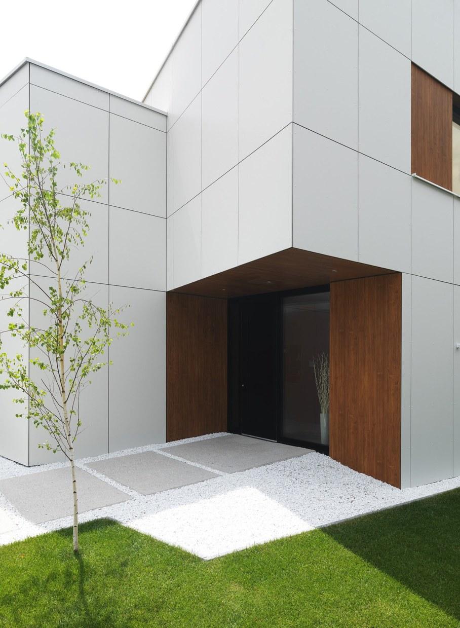 Environmentally friendly house by Lumar IG 13