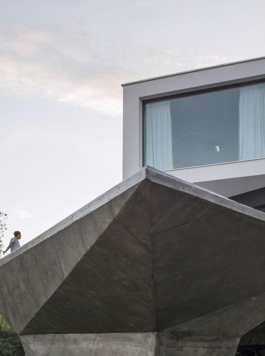 Gumno house - geometry of angles