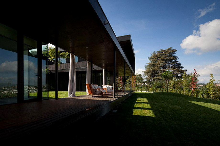 Mansion by Pitagoras Arquitectos in Portugal 7