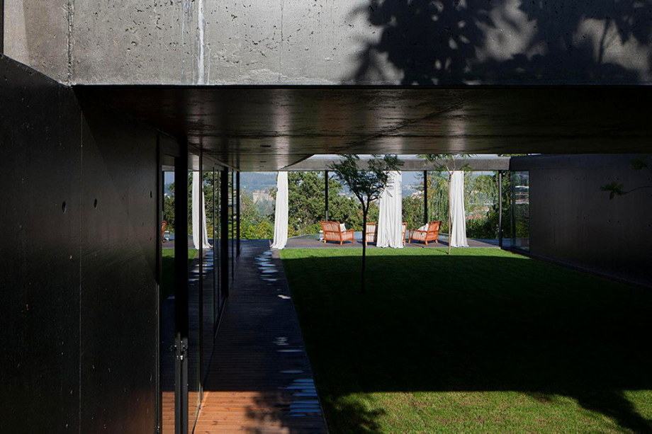 Mansion by Pitagoras Arquitectos in Portugal 9