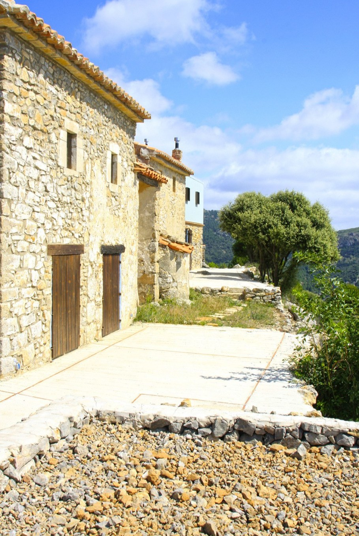 Mas del Caixo House in Spain From Teo Hidalgo Nacher and Felipe Garcia 9