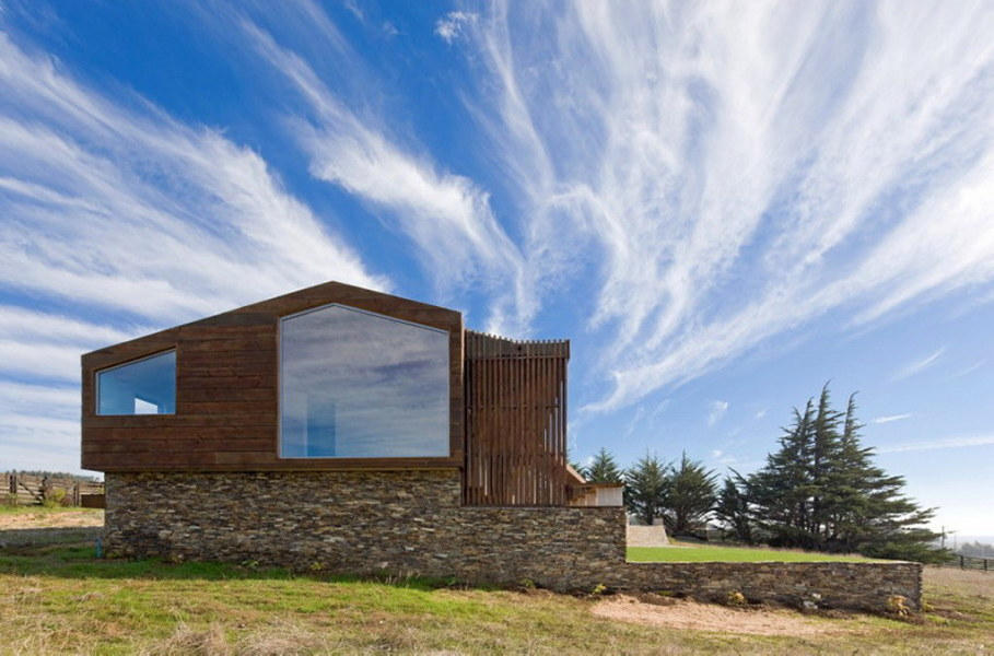 Plinth house by Land Arquitectos in Chile 3