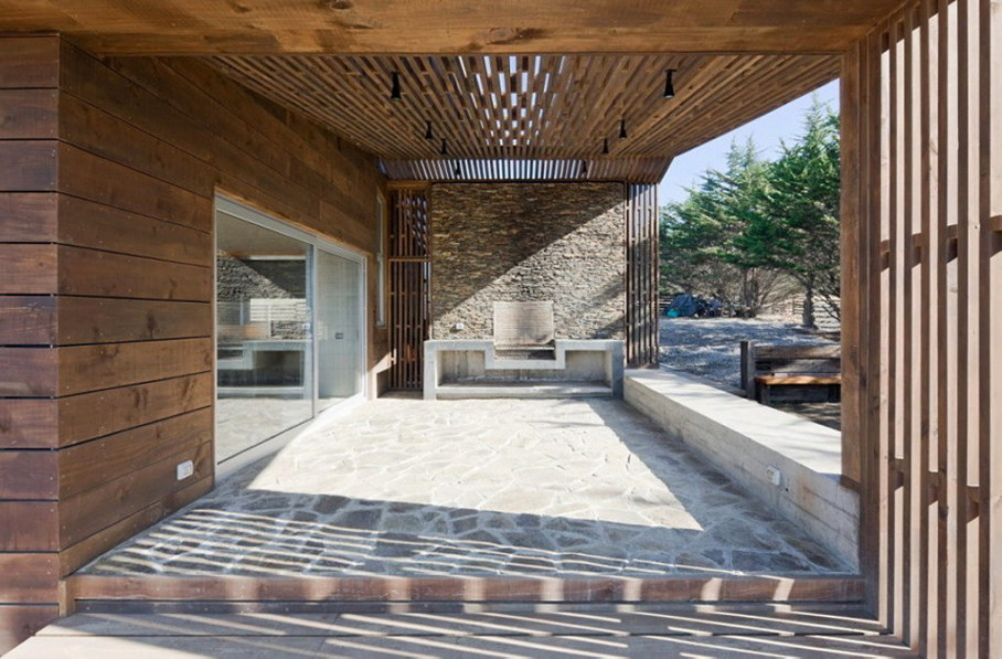 Plinth house by Land Arquitectos in Chile 6