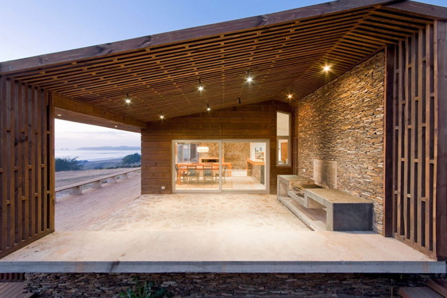 Plinth house by Land Arquitectos in Chile 7
