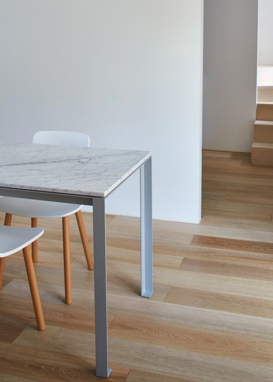 Reconstruction in favor of simplicity and openness - Furniture