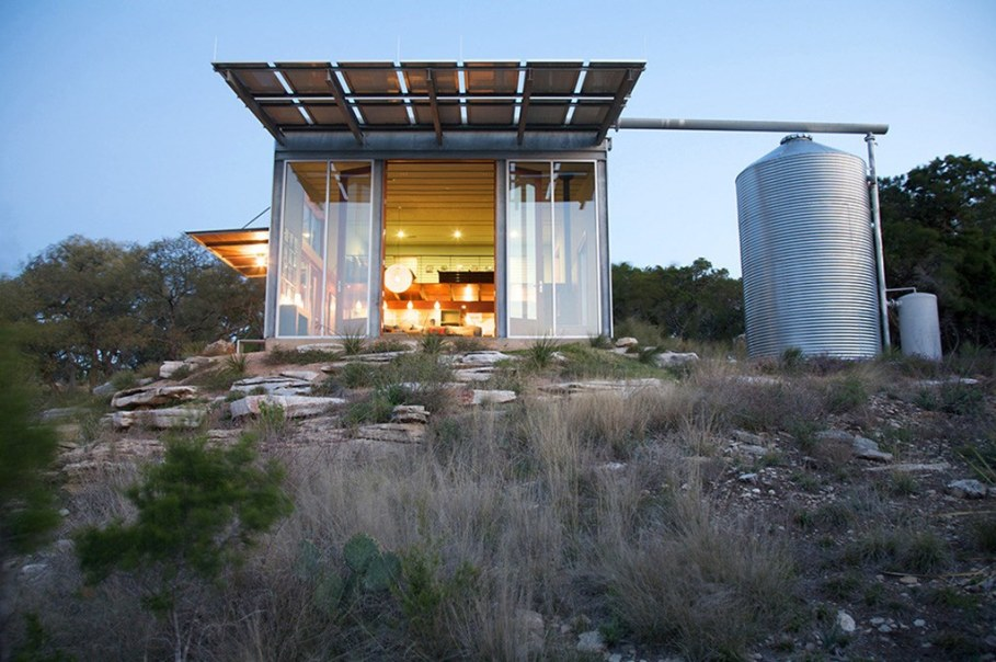 Rest House On The Lake's Bank in Texas From Mell Lawrence Architects 1