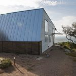 Rest House Mod Cott On The Lake`s Bank in Texas From Mell Lawrence Architects