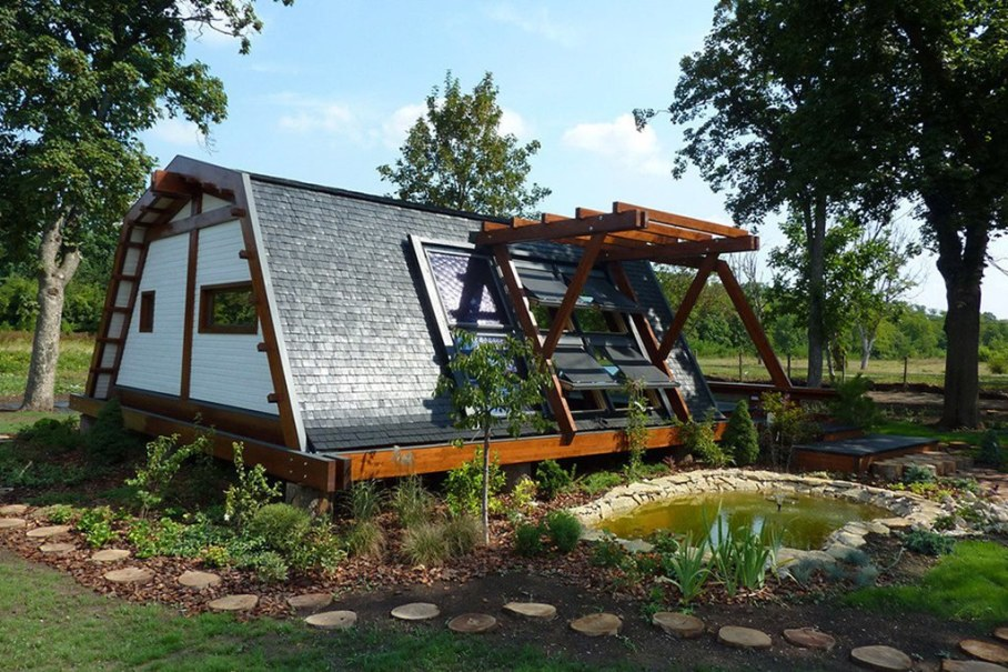 Soleta team presents soleta zeroenergy one project for Small sustainable house plans