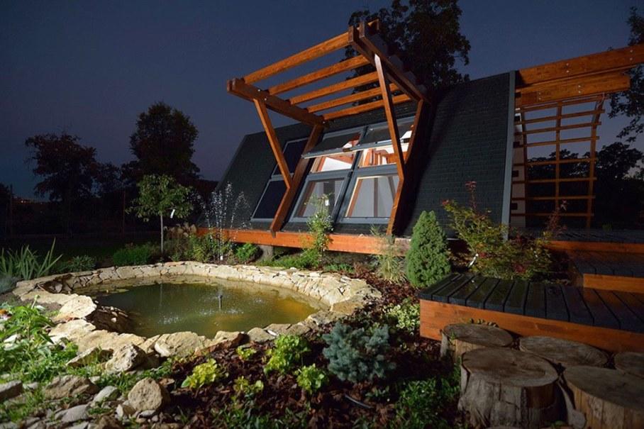 Soleta ZeroEnergy One - Small pond with fountain