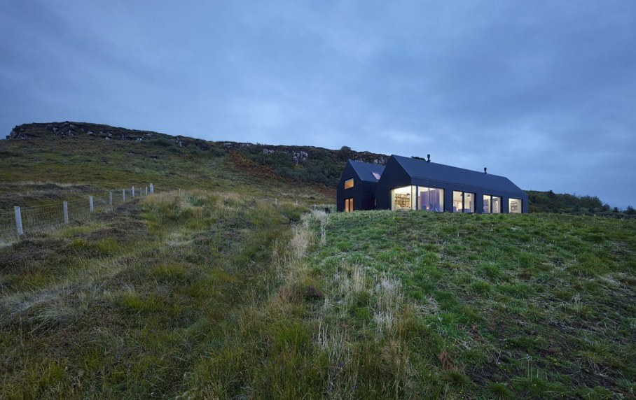 The House On The Creeks Shore In Great Britain 1