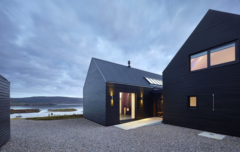 The House On The Creeks Shore In Great Britain 2