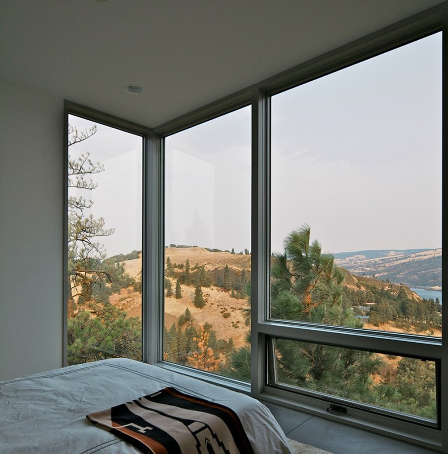 The House On The Hillside With A Marvelous View 11