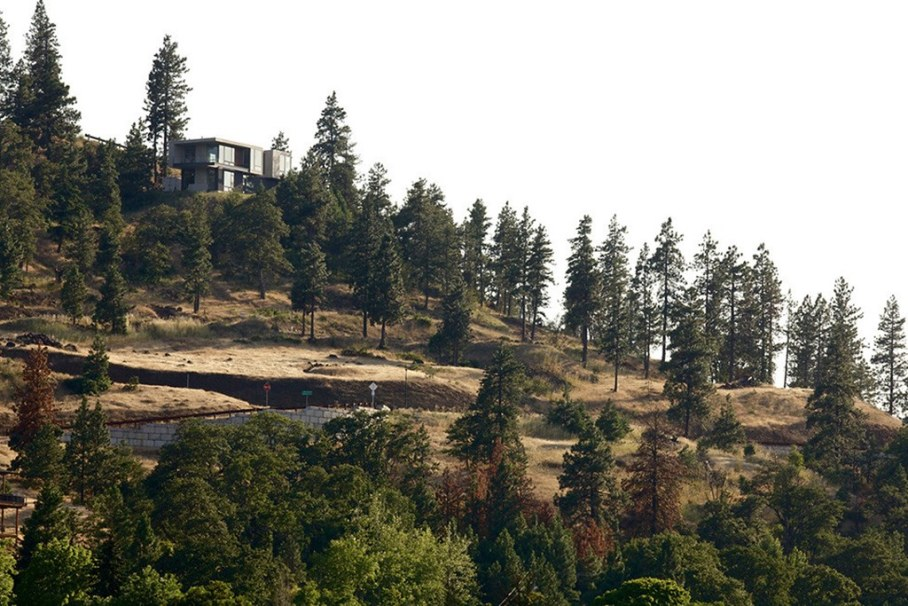 The House On The Hillside With A Marvelous View 14