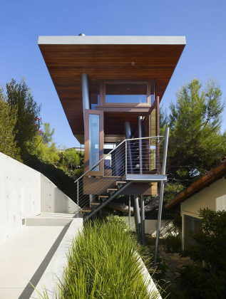 The art studio on a tree by Rockefeller Partners Architects