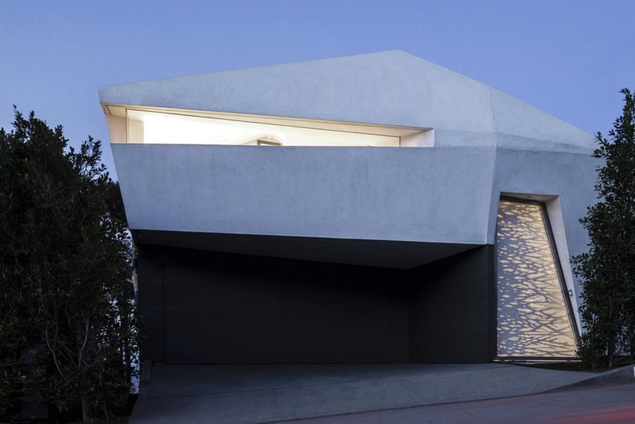 The energy-efficient house with views of The Pacific 13