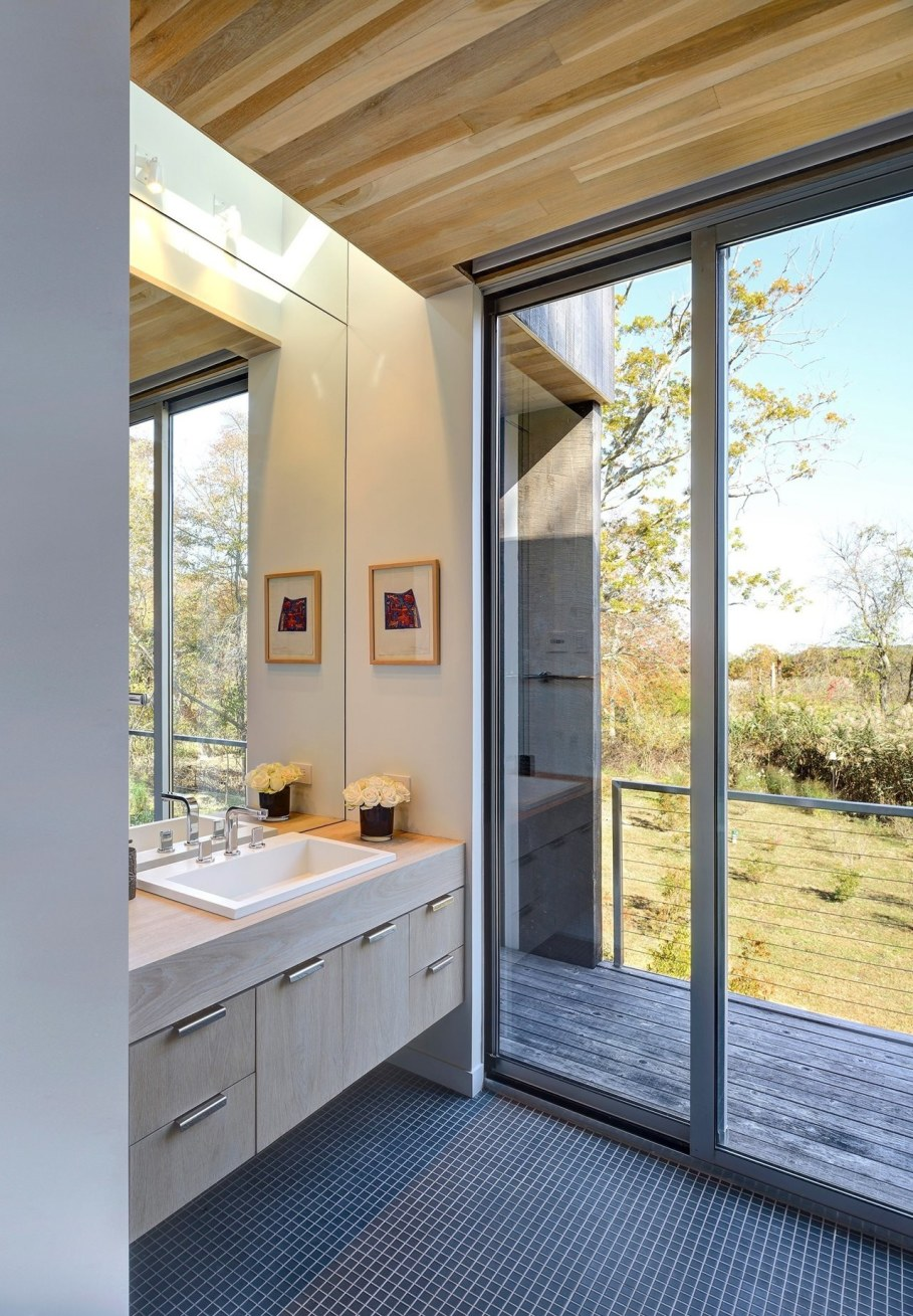 The house in East-Hemptone from Bates Masi Architects - Large glass doors