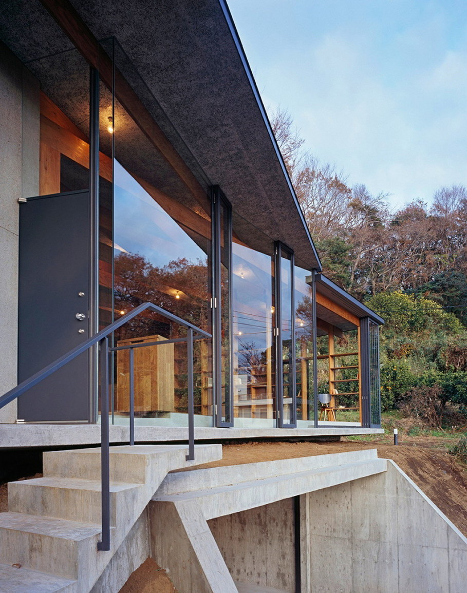 The house is on top of a ridge in Japan 3