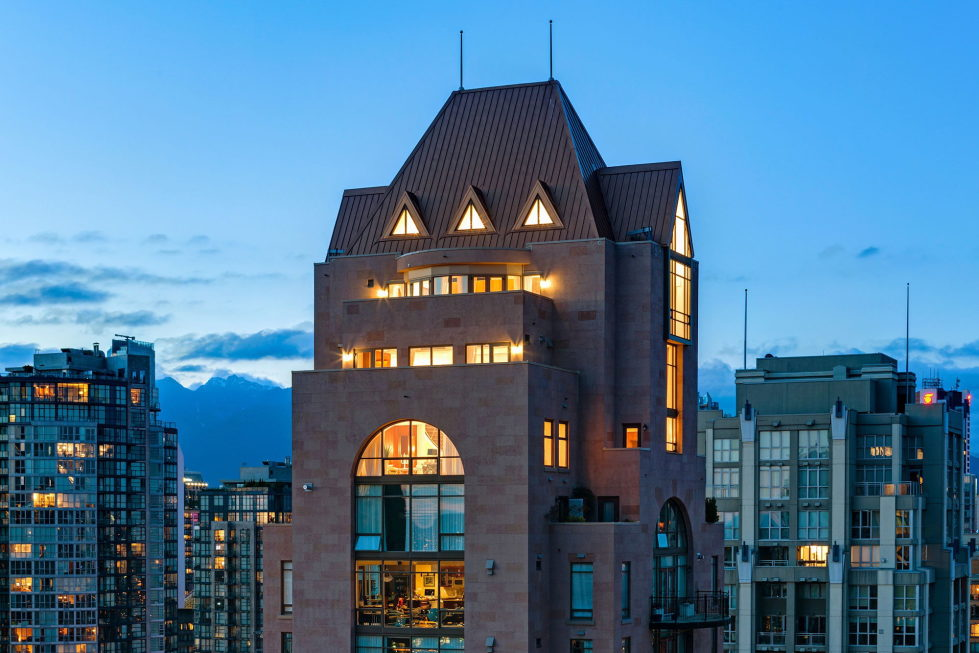The luxury penthouse Elysium in Grace Tower, Vancouver, Canada 16