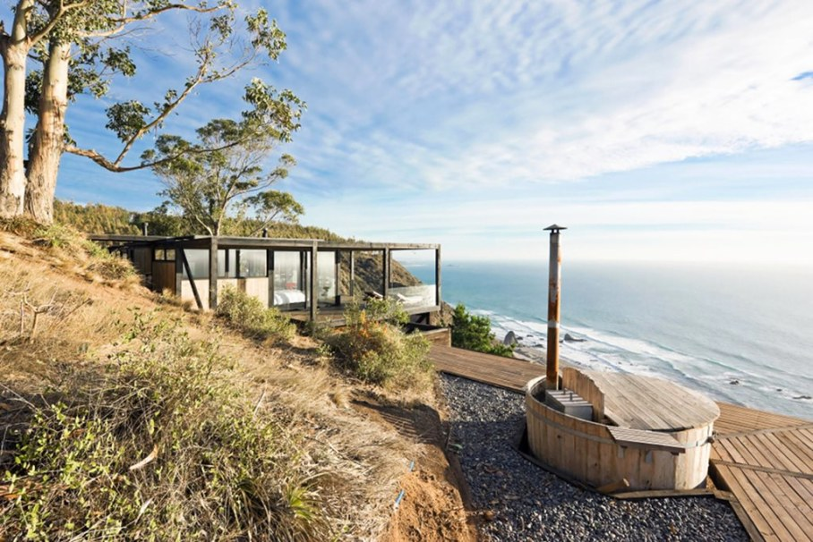 The residence on the rocky coast in Chile - Exterior