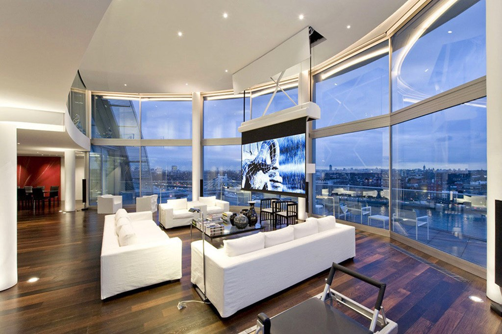 Two Storey Penthouse Overlooking The Thames London