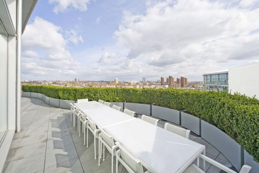 Two-Storey Penthouse Overlooking The Thames, London 10