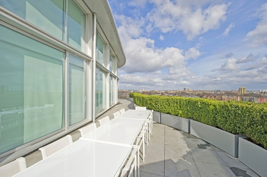 Two-Storey Penthouse Overlooking The Thames, London 9