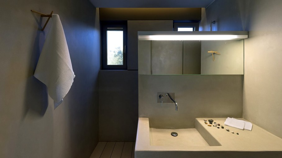 Two villas on the Aegean coast - Bathroom design ideas