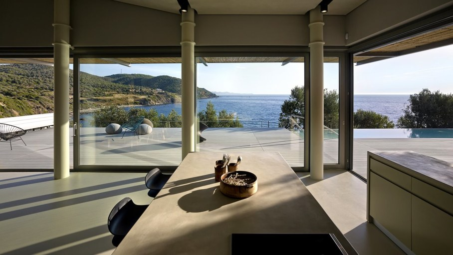 Two villas on the Aegean coast - Dining table