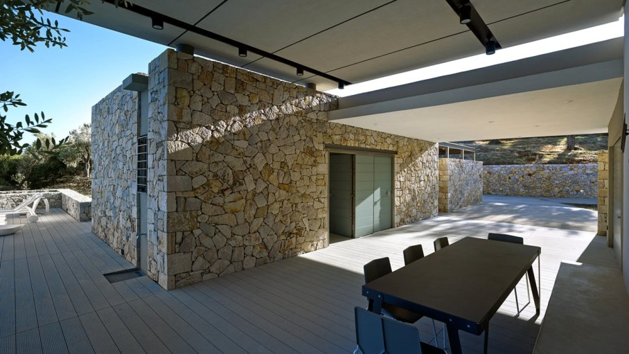 Two villas on the Aegean coast - Outdoor dining table