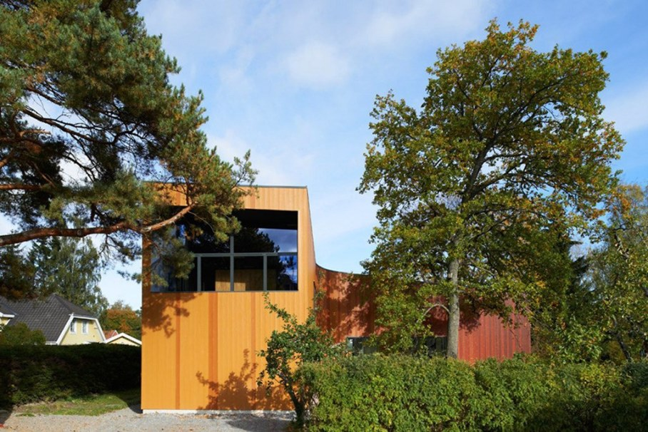 Unusual Curved Fagerstrom House In Sweden 1