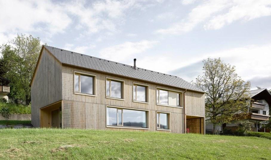 Wooden house by Innauer-Matt Architekten in Austria 1
