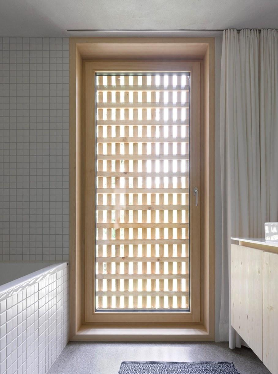 Wooden house by Innauer-Matt Architekten in Austria 11