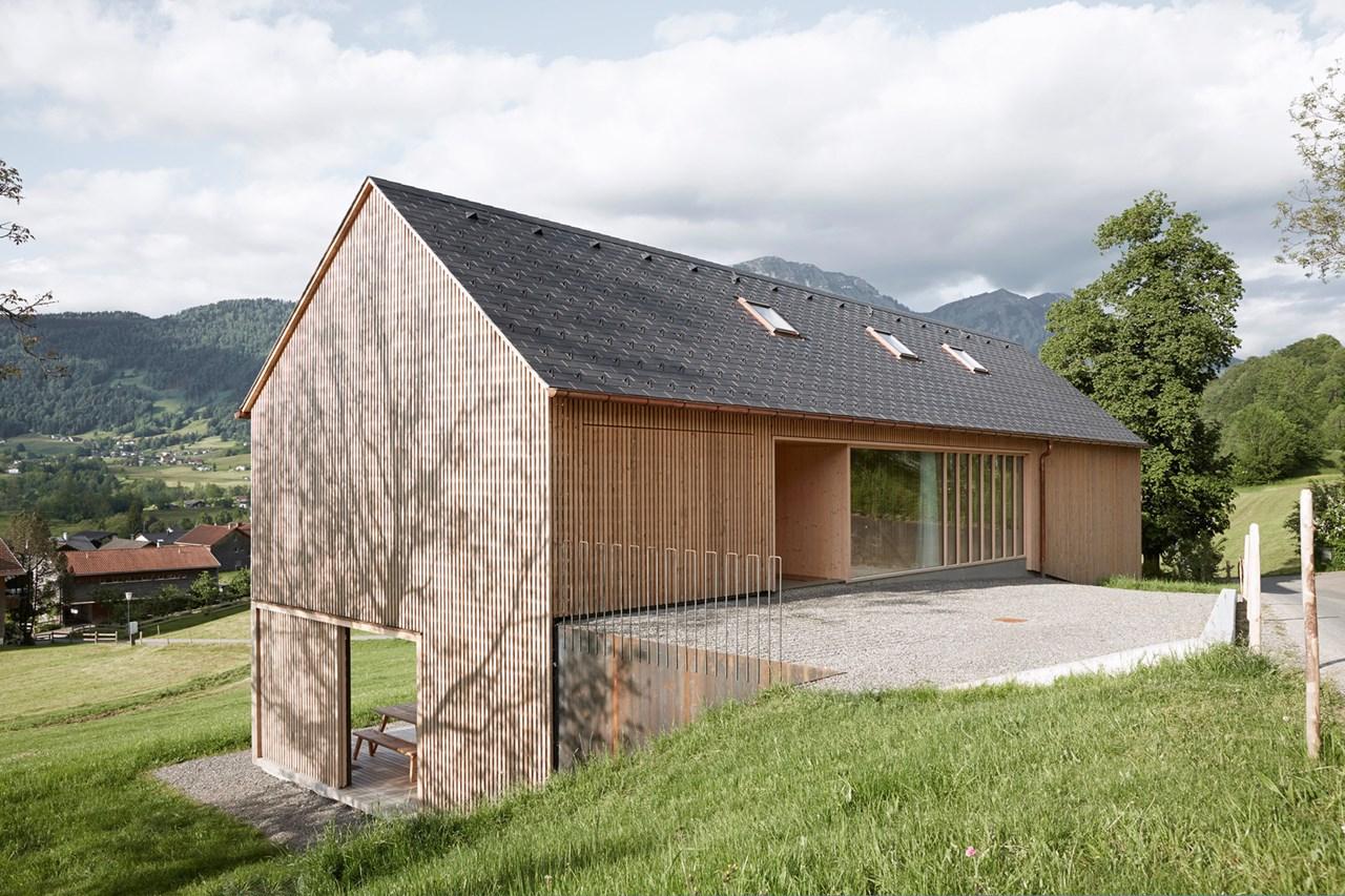 wooden house by innauer matt architekten in austria. Black Bedroom Furniture Sets. Home Design Ideas